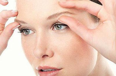 От чего появляются отеки глаз, как убрать недостаток?