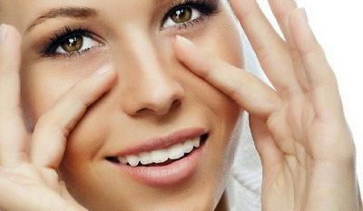 Массаж вокруг глаз носит расслабляющий эффект