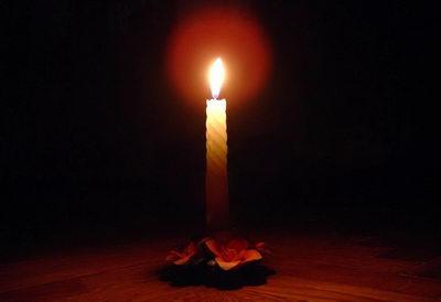 Смотрите на горящую свечу