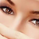 Как разгладить морщины под глазами? Полезные советы