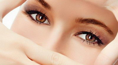 Как разгладить морщины под глазами и выровнять кожу?
