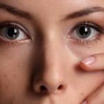 Как снять отек с глаз с помощью профессионалов и в домашних условиях