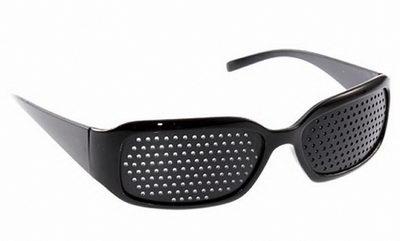 Перфорационные очки с дырочками помогут при проблемах со зрением