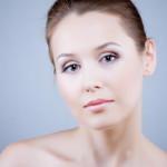 Крем для кожи вокруг глаз бережно и мягко возвращает молодость