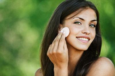 Как бороться кремом с темными кругами под глазами?