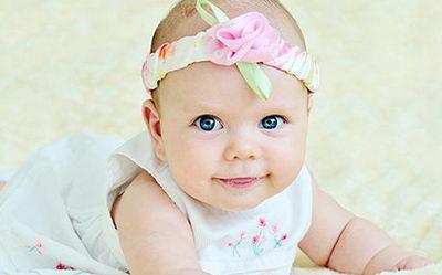 Малыш с красивой улыбкой