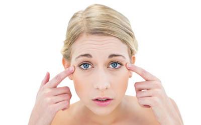 Морщины вокруг глаз: причины, лечение