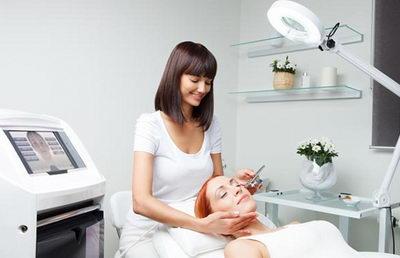 Как правильно выбрать косметолога и клинику?