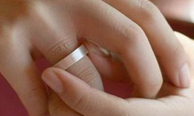 След от кольца на пальце
