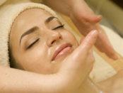 massazh-lica-medom