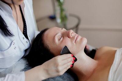 Как делается массаж гуаша