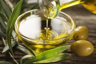 Оливковое масло для ресниц: польза, использование, принцип действия