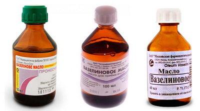 Вазелиновое масло в бутылке для ресниц