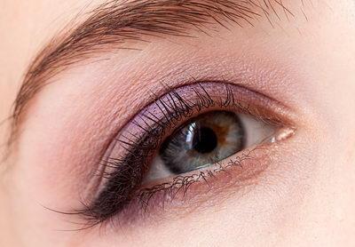 Макияж для шатенок с голубыми глазами