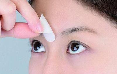 Как избавиться от морщины между бровями парафиновой маской