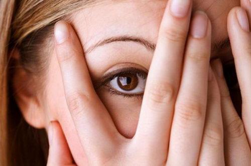 Боязнь зрительного контакта: причины, способы преодоления