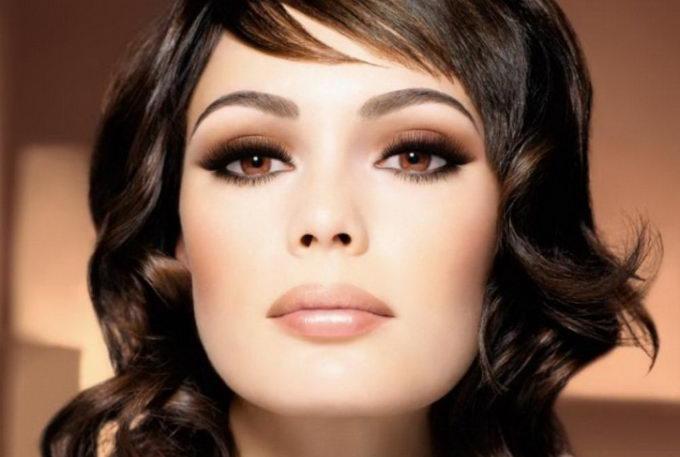 Стильный макияж для серых глаз