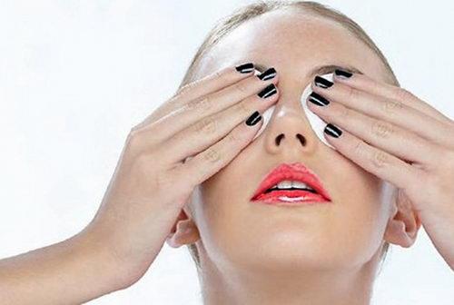 Компресс - самое простое средство регулярного ухода за кожей глаз