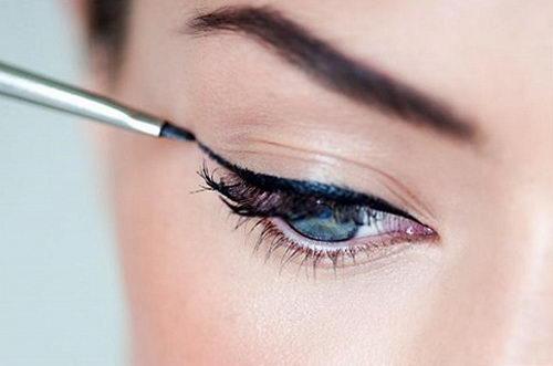 Как правильно рисовать стрелки на глазах? Правила нанесения